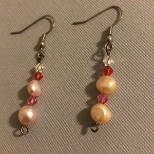Jewelry - Pink pearl dangle earrings